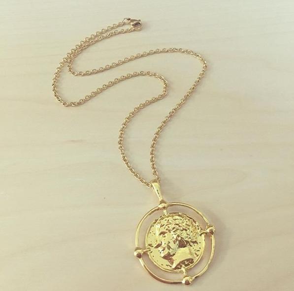 Colar Dourado Medalha Armação