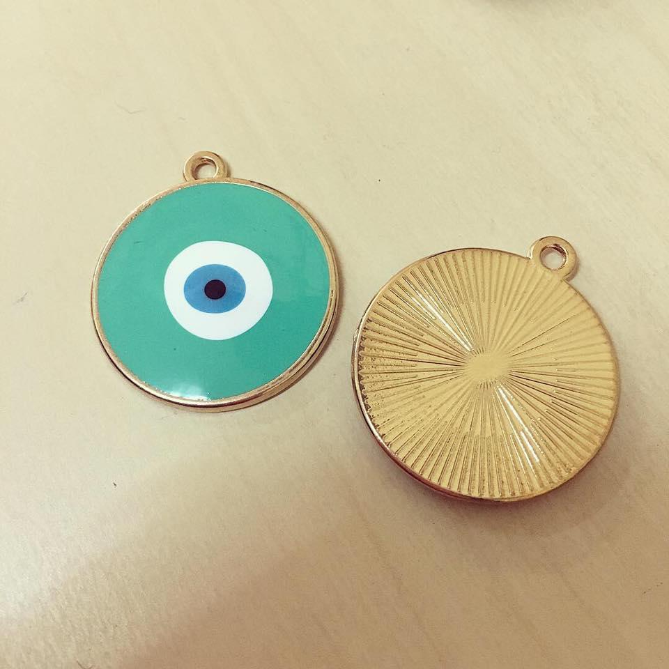 Olho Grande Verde Contorno Dourado