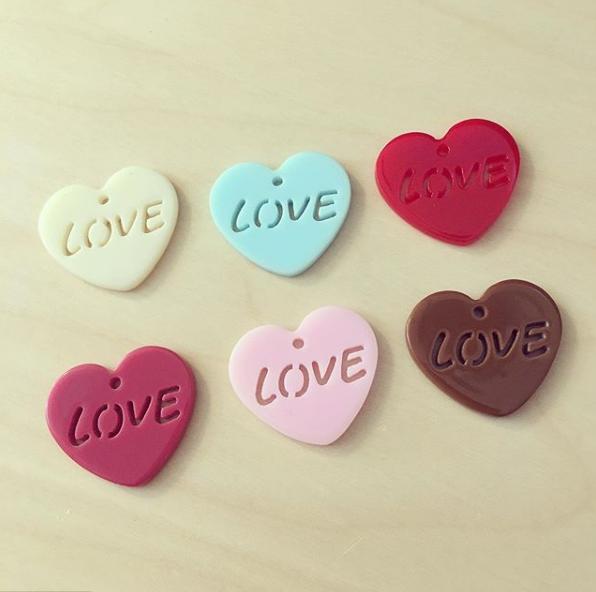 Coração LOVE acrílico