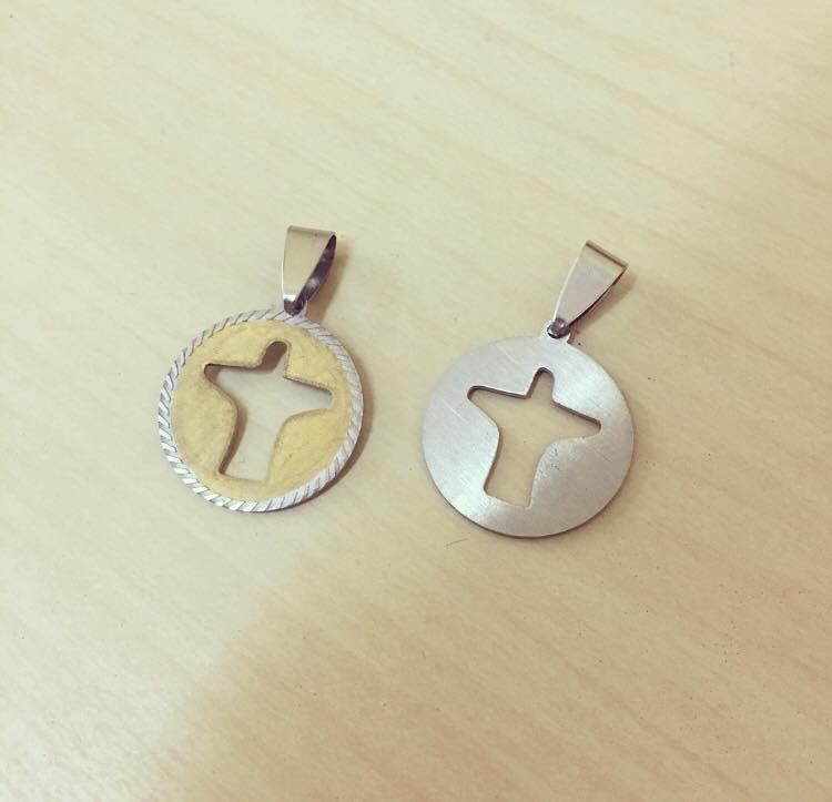 Medalha Cristo Dourado Desbotado e Prateado