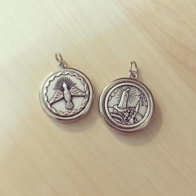 Medalha Espírito Santo e Nossa Senhora de Fátima