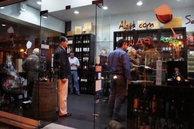Prova de Vinhos na garrafeira e loja gourmet