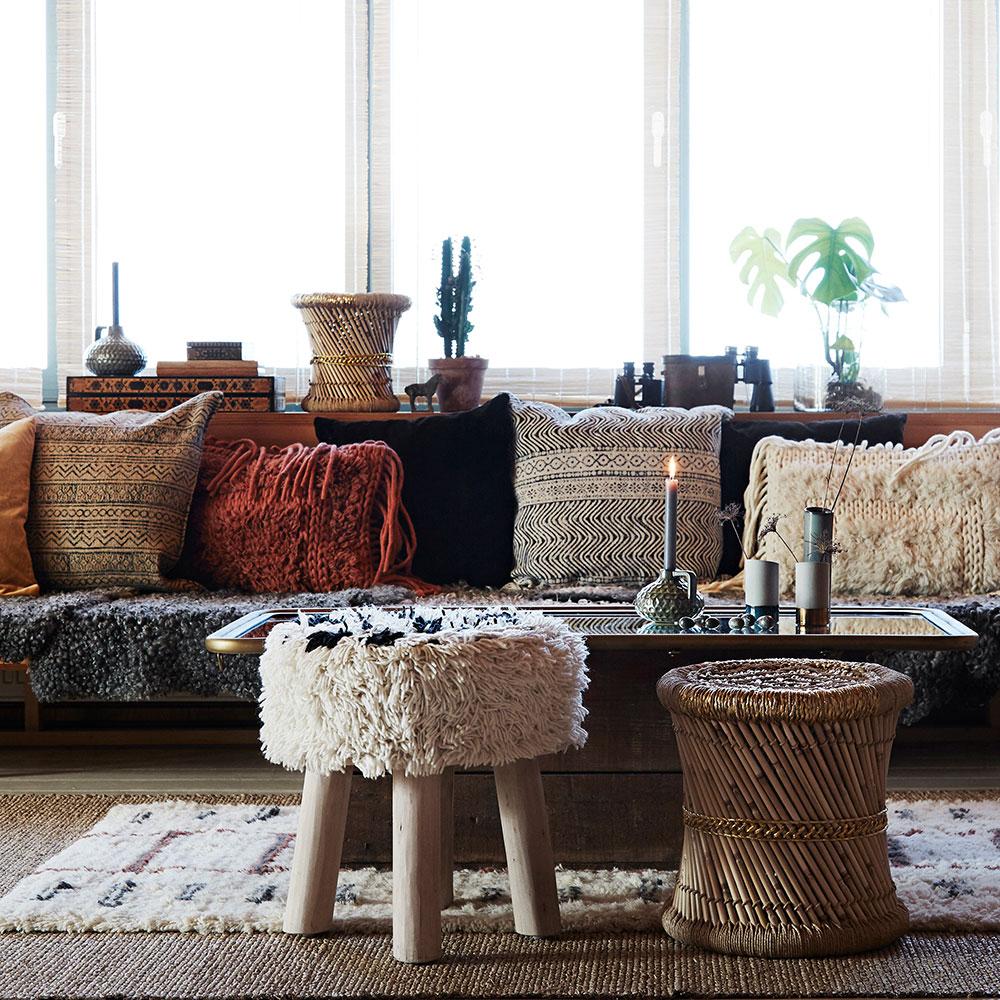 Banco de madeira forrado em lã natural, Ø40x40cm