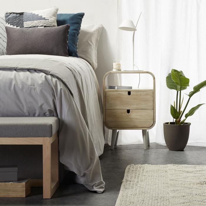 Mesa de cabeceira em madeira de mangueira natural, 40x60,5 cm
