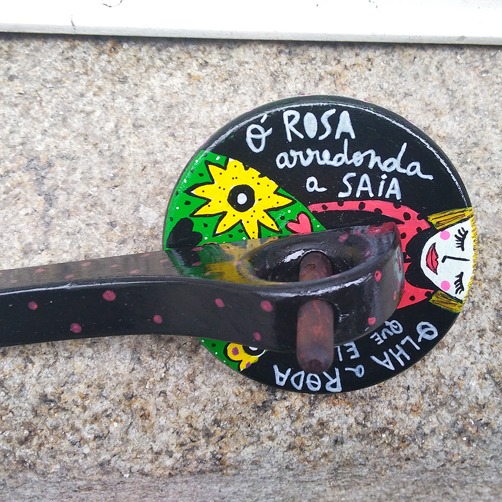 PIÃO Ó ROSA ARREDONDA A SAIA
