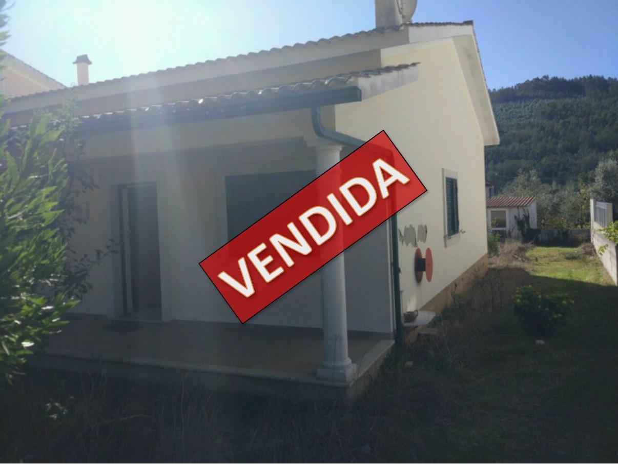 Imóvel do Banco - Moradia Térrea T3K em Inviando - Góis