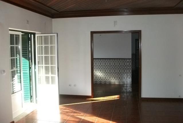 Imóvel do Banco - Moradia T5 + Anexo T2 + Anexo de convívio em Sarnadela