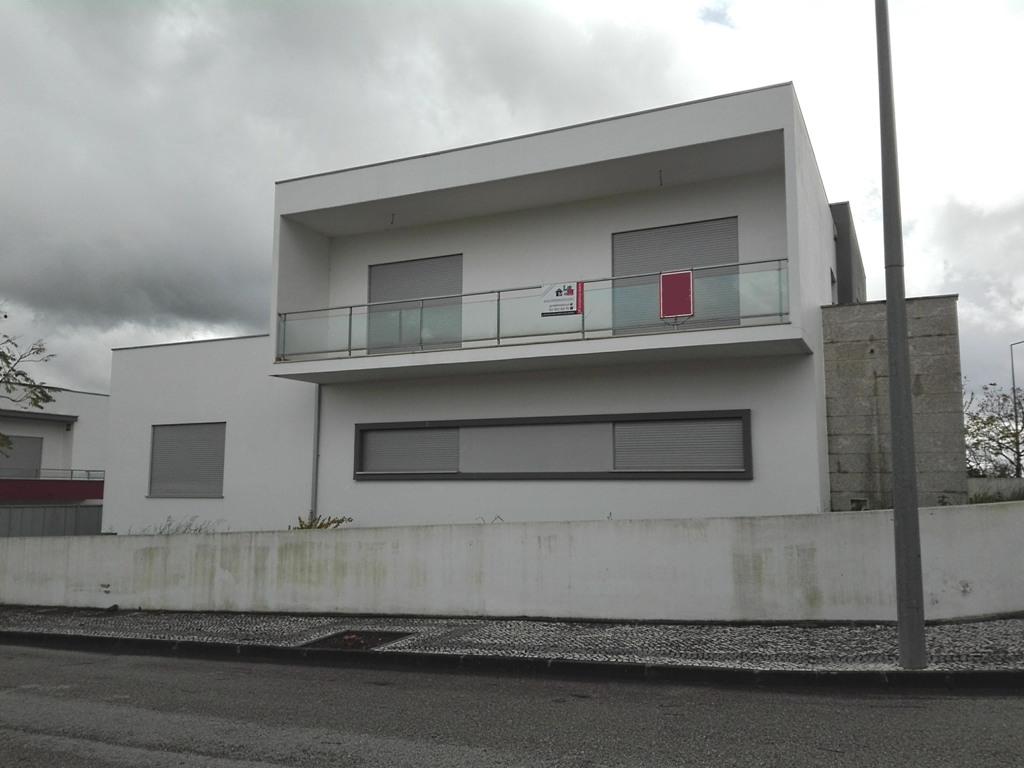 Imóvel do Banco - Moradia Isolada T4 ao pé Intermarché - Condeixa-a-Nova