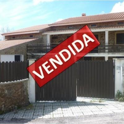 Moradia T4 totalmente reconstruída nas Louçainhas - Penela