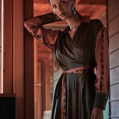 Vestido midi feminino decote cruzado Sahoco
