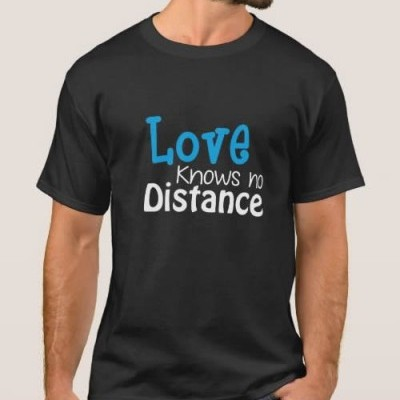 T-Shirt Love knows no Distance