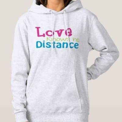 Sweatshirt Grossa c/ Capuz - Love knows no Distance