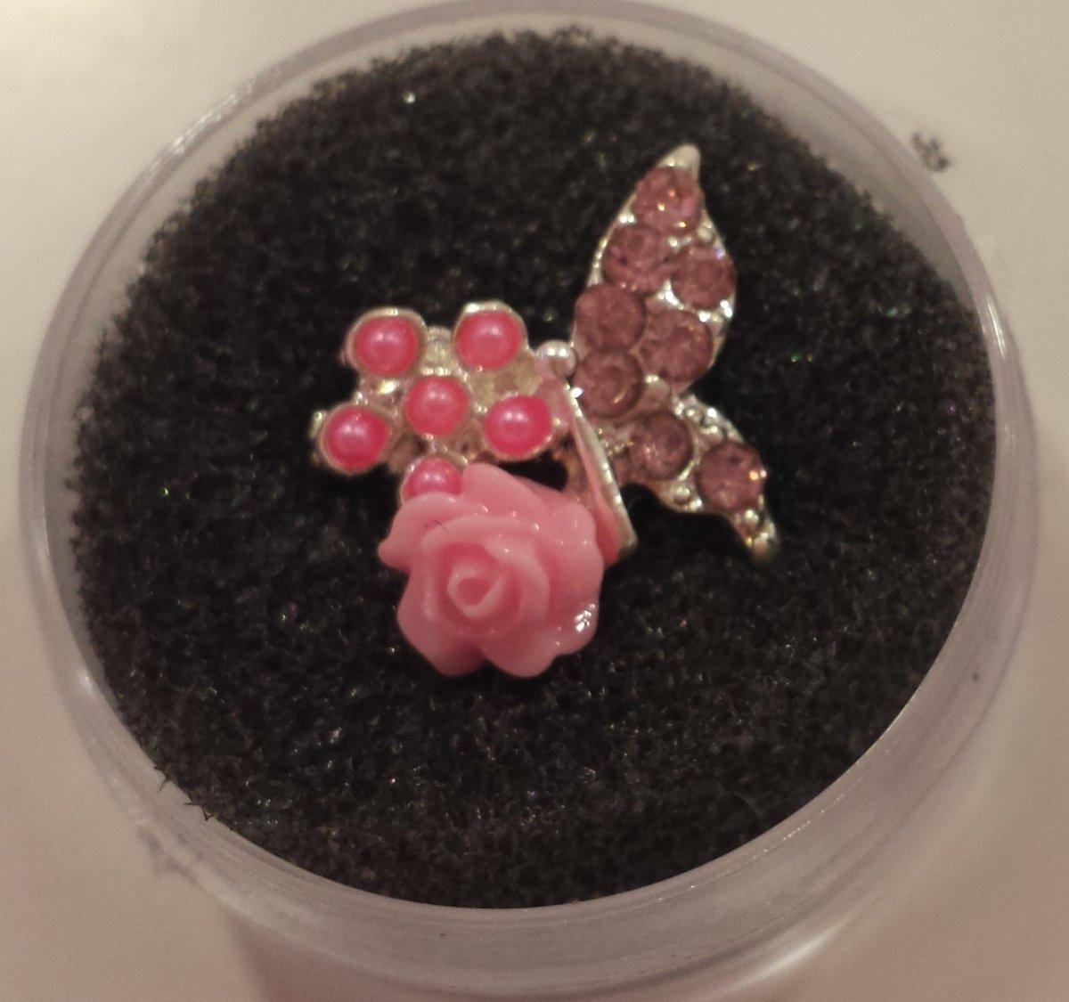 Borboleta 3D com Rosa e Pérolas