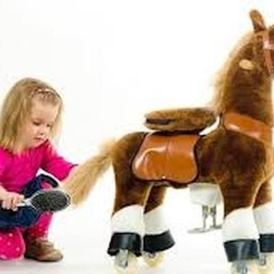 Cavalo Castanho cascos brancos