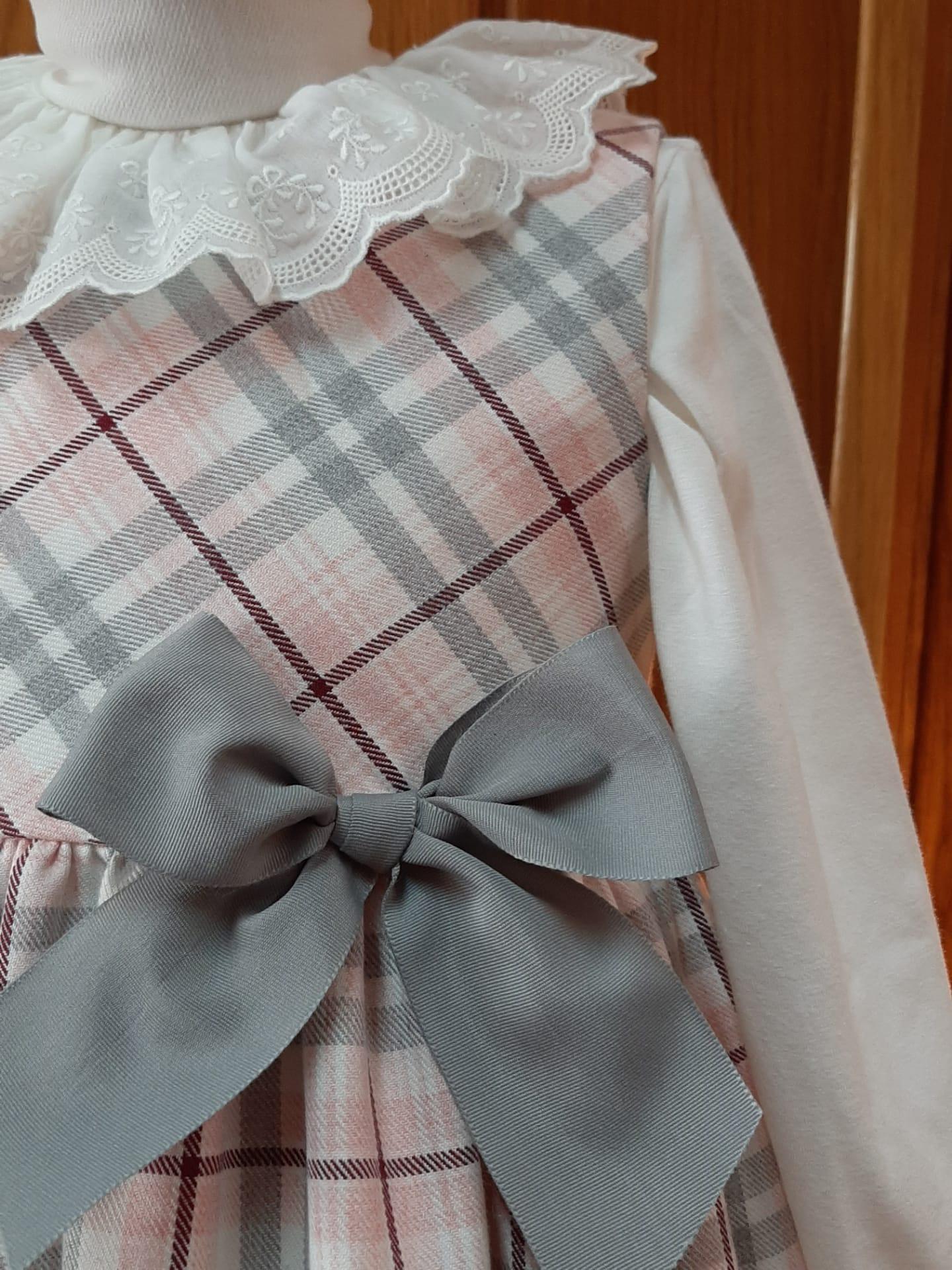 vestido xadrez rosa e cinza