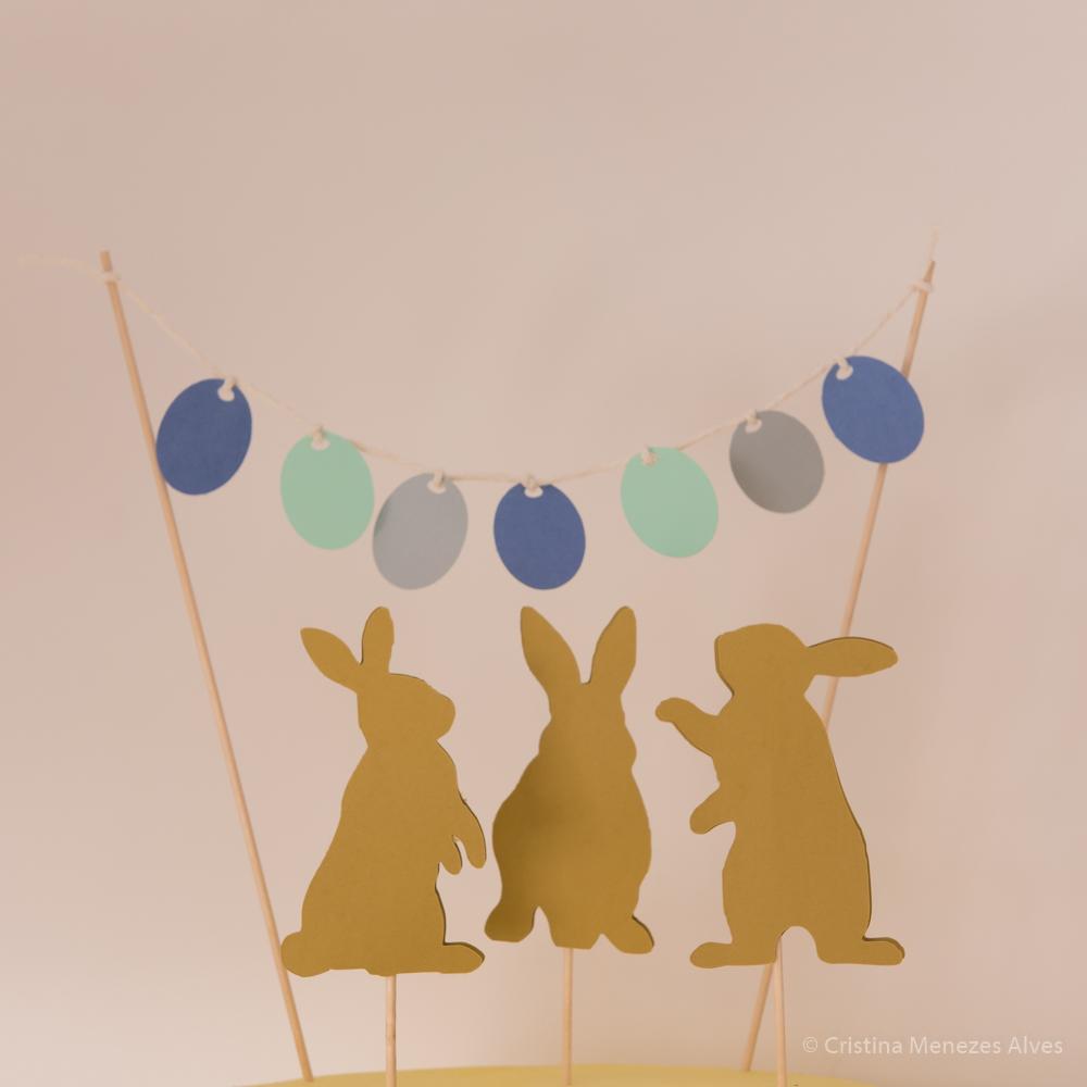 Topo de Bolo coelhos com estendal de ovos