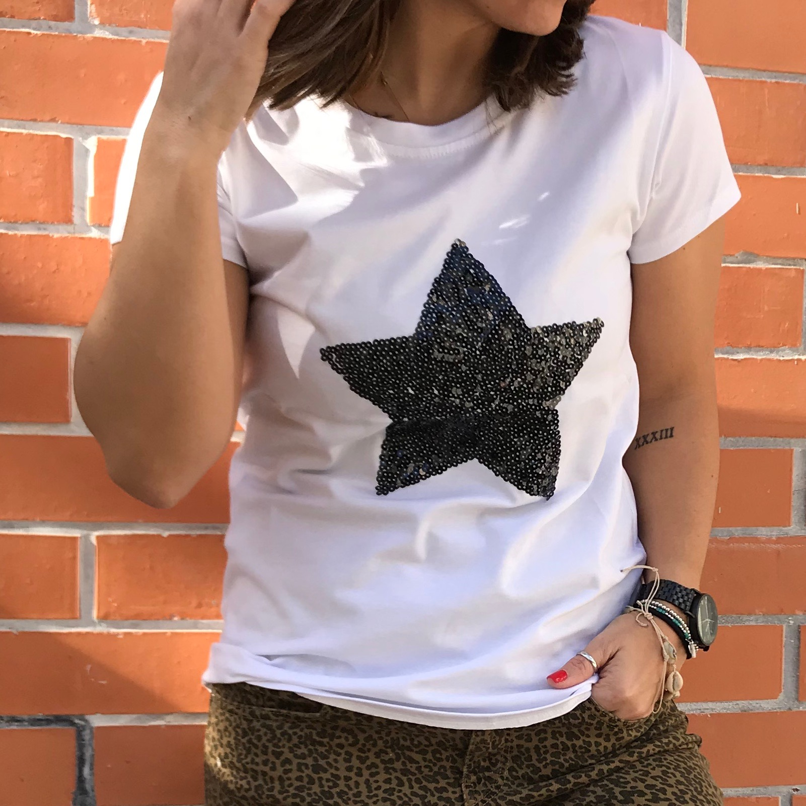 T-Shirt Estrela Lantejoulas   Preta