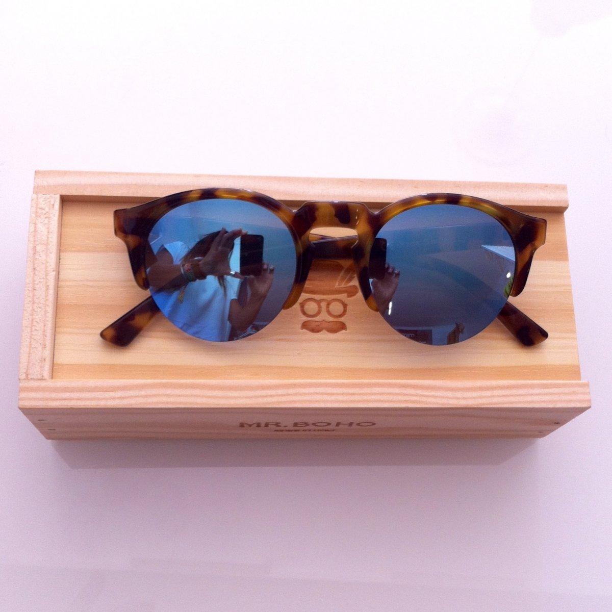 HC TORTOISE BORN W/ SKY BLUE LENSES