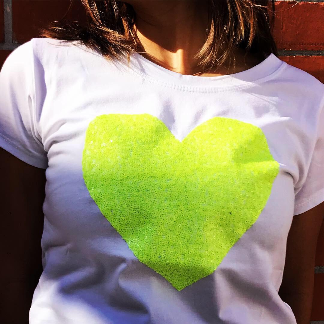 T-Shirt Coração Neon