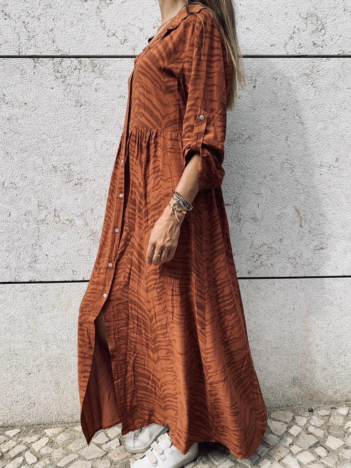 Vestido Comprido com Padrão Tijolo