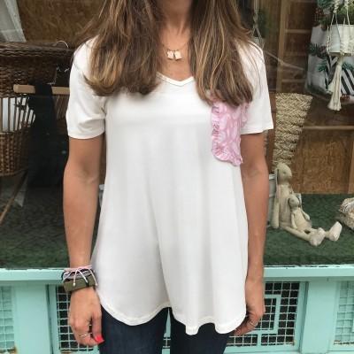 T-Shirt Branca Bolso Cornucópias