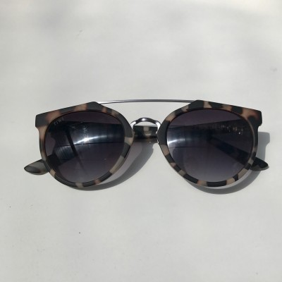 PLUTON WHITE TORTOISE WITH BLACK GRADIENT LENSES