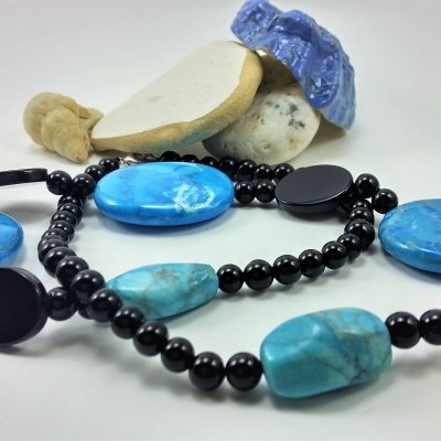 Colar de pedras Howlita Azul (Turquesa) e Ónix