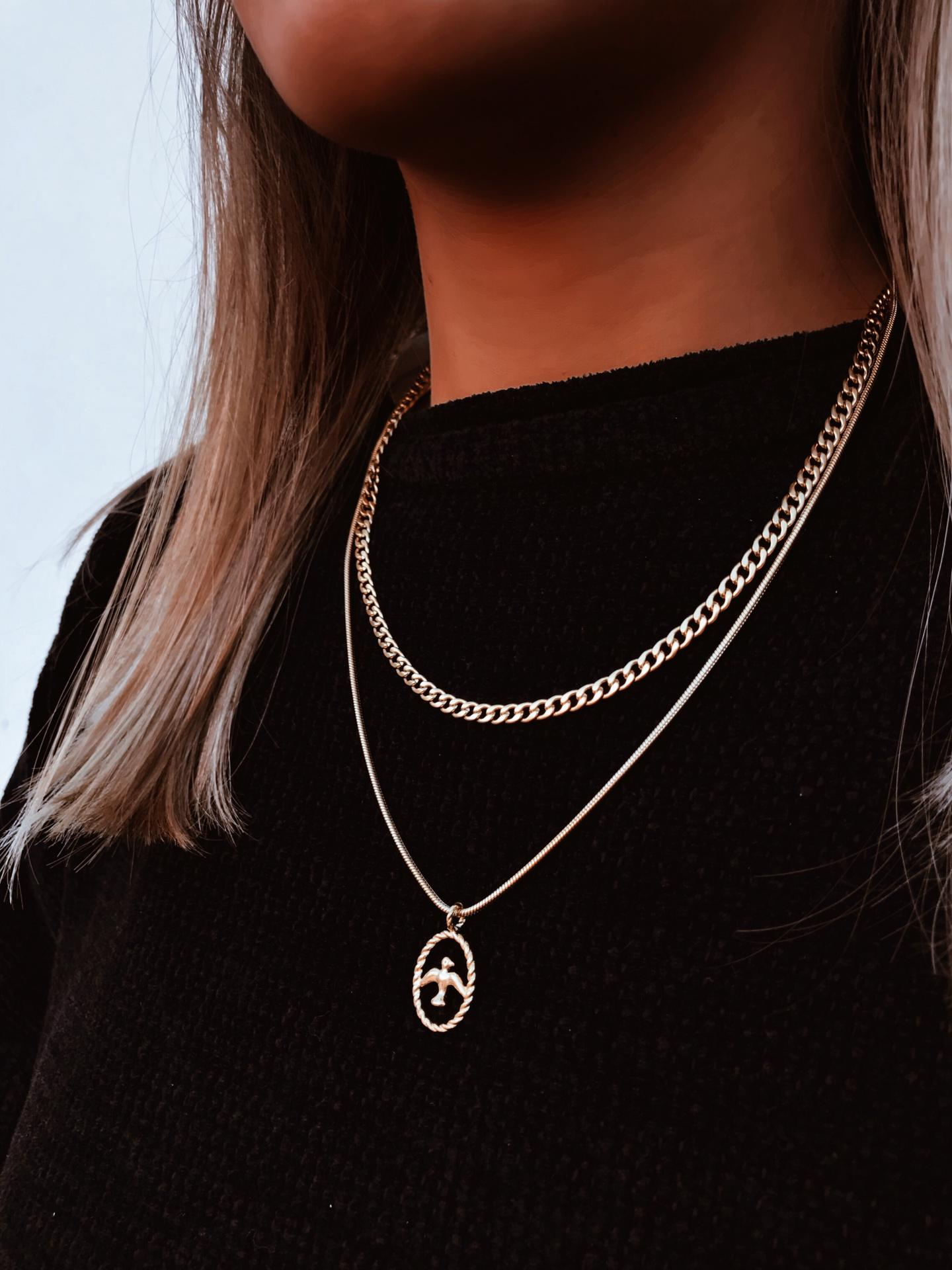 Colares em aço - Gold Chain with Swallow