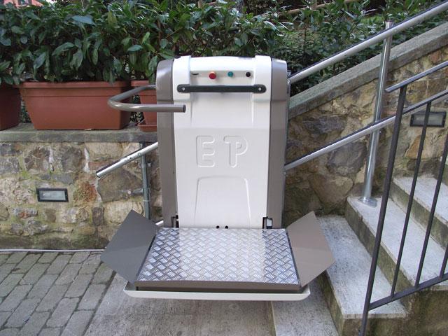 Plataforma Elevador de Escada para Cadeiras de Rodas