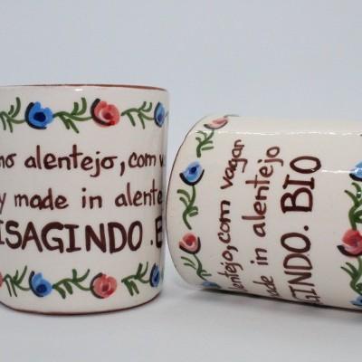 """Chávena em barro """"Feito no Alentejo, com vagar"""" - Artesanato de S. Pedro do Corval"""