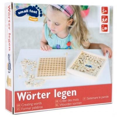 Caixa de madeira com letras