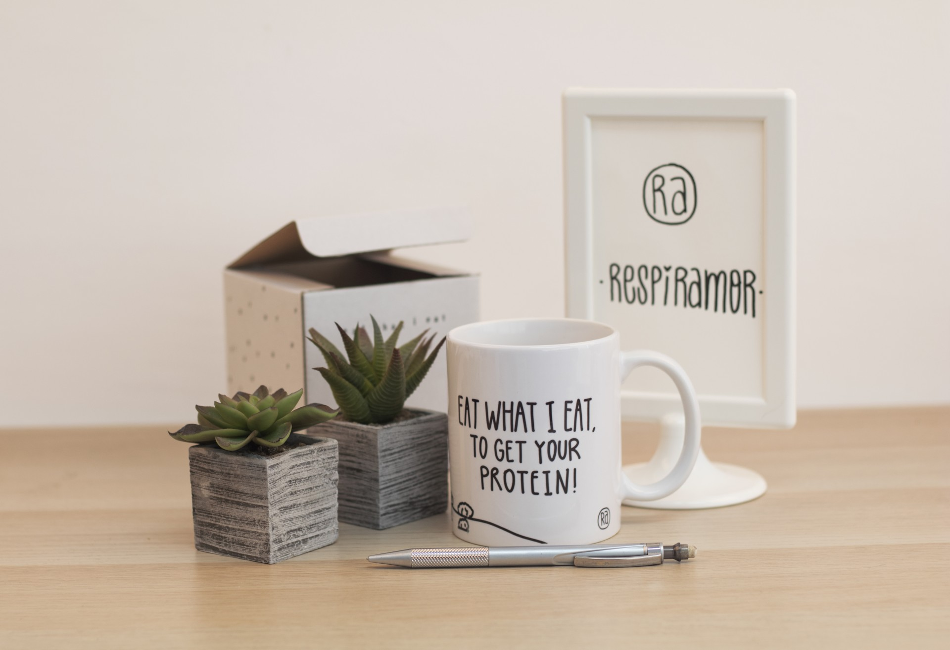 Caneca Eat What I Eat To Get Your Protein