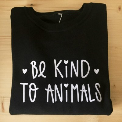 Sweatshirt Preta | Be Kind To Animals