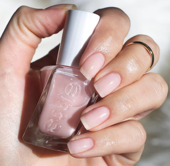 Essie Gel Couture 11 – Sheer Fantasy (Rosa Leitoso)