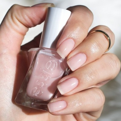 Essie Gel Couture 11 – Sheer Fantasy (Rosa Leitoso)