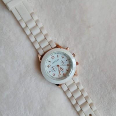 Relógio Branco Genéve