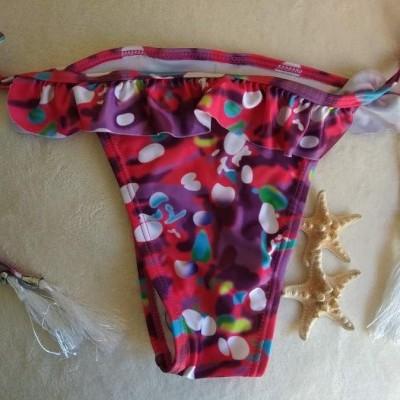 Cueca de Bikini Com Bolinhas e Folhos