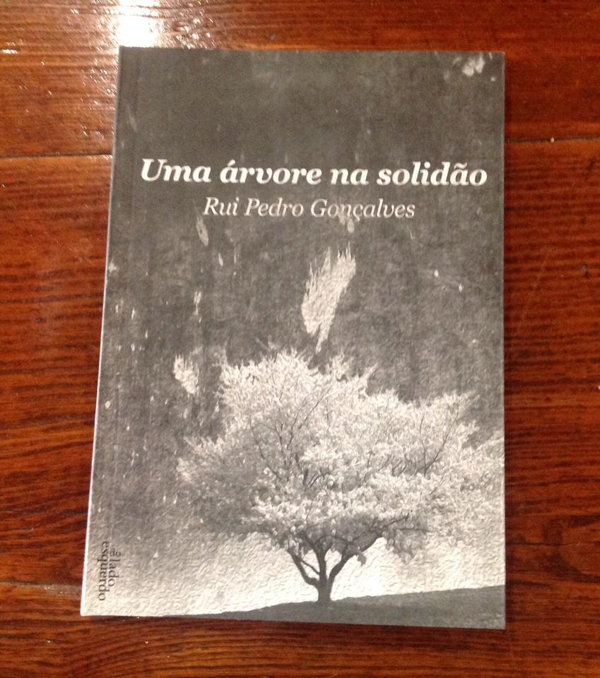 Uma árvore na solidão