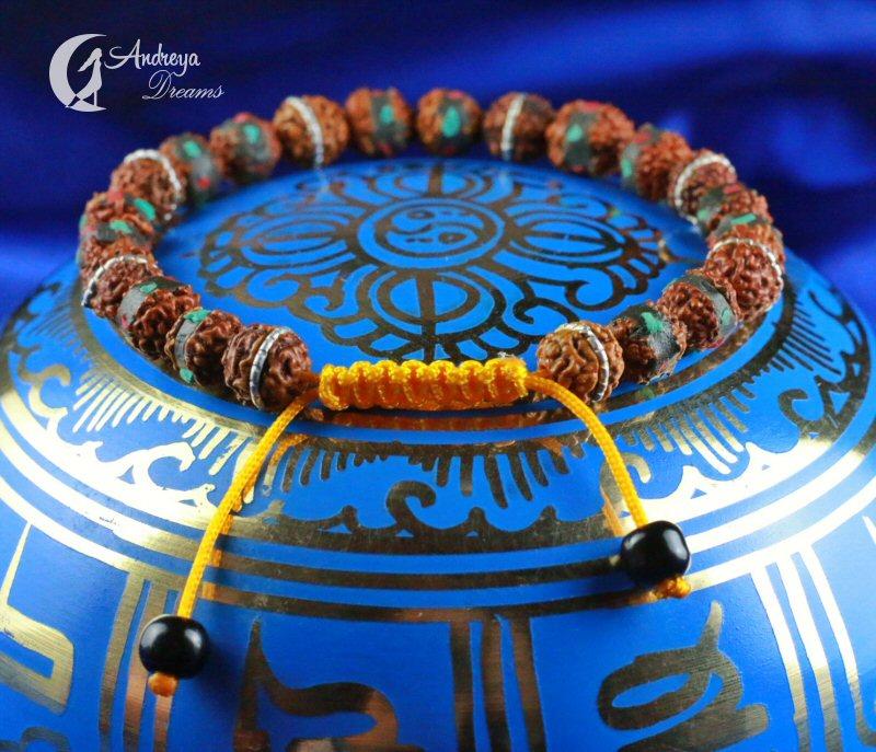 Pulseira com Sementes Rudraksha e Pedrinhas