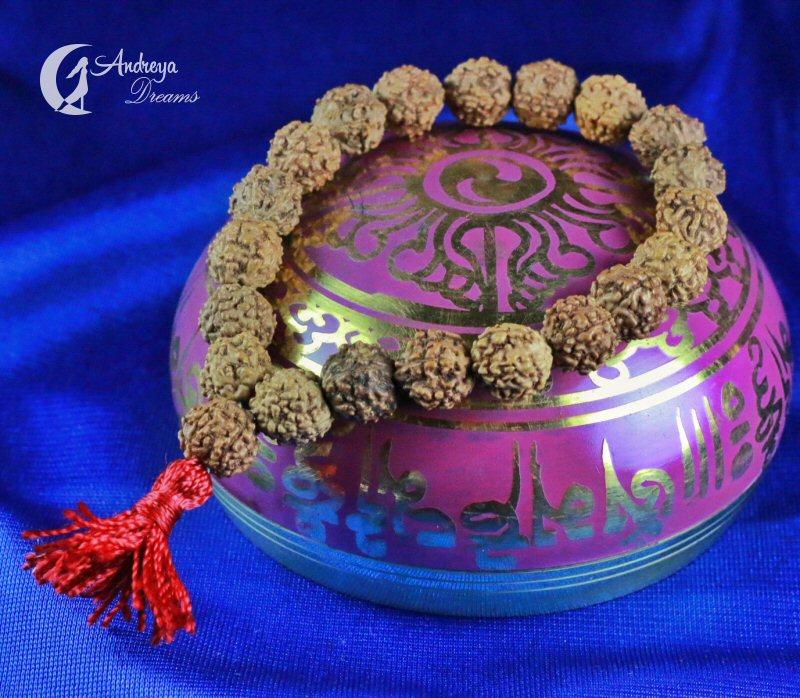 Pulseira com Sementes Rudraksha