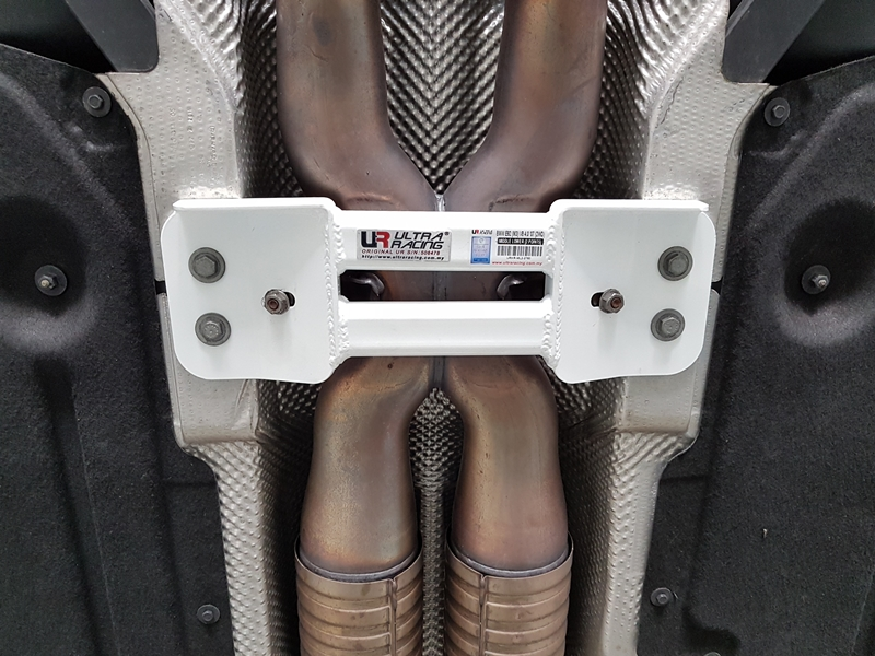 ULTRA RACING BMW M3 E92 07-13 ULTRA RACING 2-P MID LOWER BRACE