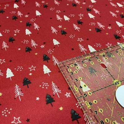 Árvores de Natal fundo vermelho