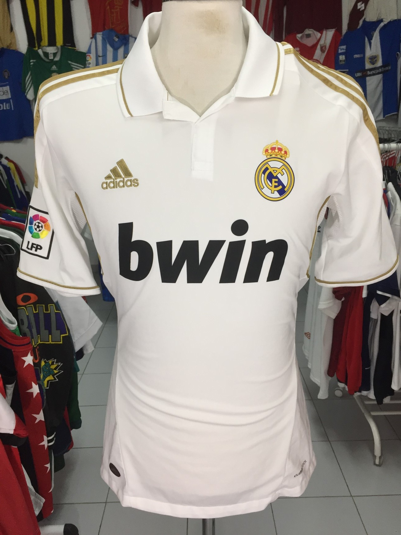 on sale c7669 6d59a Real Madrid Home Shirt 2011-12 (M) Camiseta Camisola Adidas | Vintage  Sports Classic Football Shirts Jerseys Camisolas Futebol NBA
