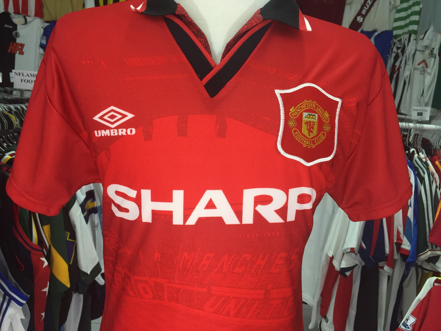 new style 7ca65 8be87 Classic Manchester United Shirt
