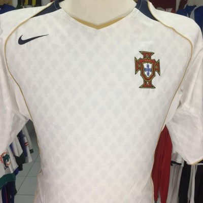 Portugal Away Shirt 2004 (L)