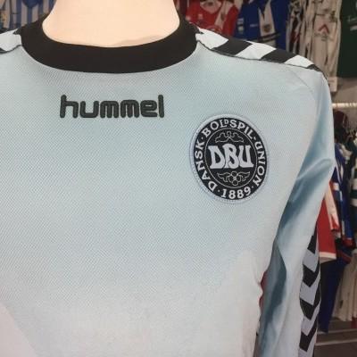 Denmark 2002 Goalkeeper Shirt (M) Hummel